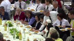 Un piatto di pasta con il Papa, a pranzo con 1500 poveri