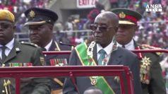 Zimbabwe, trattative sull'uscita di scena di Mugabe