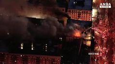 In fiamme palazzo a New York, 5 feriti