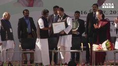 India, Sonia Gandhi lascia guida partito, arriva figlio Rahul