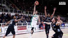 Basket, Avellino campione di inverno