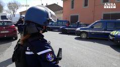 Supermercato con ostaggi presidiato da polizia