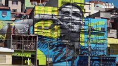 Tra le favelas il murales di Gabriel Jesus