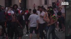 Francia vince mondiali, festa e disordini a Parigi