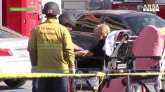 Los Angeles, uomo si barrica in un supermarket e uccide donna