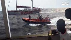 Migranti, a Maiorca la nave con Josefa