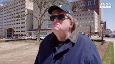 Michael Moore e' tornato ed e' arrabbiato