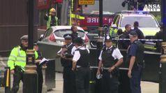 A Londra auto si schianta fuori dal Parlamento
