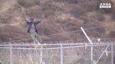 Migranti: 200 scavalcano il muro a Melilla, un morto
