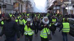 Gilet gialli contro Macron, un morto e centinaia feriti