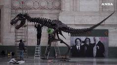 Cinema: T-Rex Stan compare in Stazione Centrale Milano