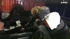 Tratta di migranti su treni merci e container