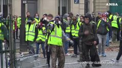Gilet gialli a Parigi, sugli Champs-Elysees i primi tafferugli