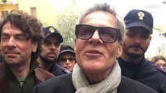 Baglioni l'anti Salvini: una farsa stop a migranti