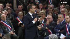Macron avvia il dibattito sui gilet gialli, 'niente tabu''