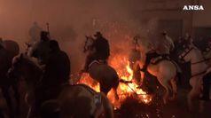Fuoco e cavalieri, in scena la festa delle Luminarias