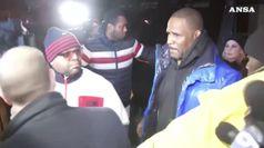 Molestie, il rapper R.Kelly si costituisce