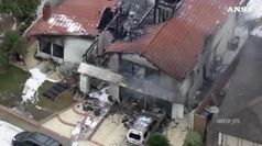 California, aereo bimotore precipita su una casa: 5 morti