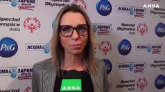 Valentina Vezzali con i ginnasti di Special Olympics