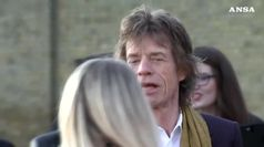 Mick Jagger sta male, Rolling Stones cancellano tour