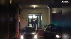 Italiano tenta di dare fuoco ad un gruppo di tunisini
