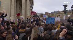 Gli studenti uniti nelle piazze del mondo per il clima
