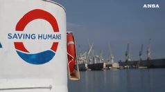 Ferma davanti a Lampedusa nave italiana con 49 migranti