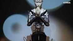 Budda diventa un robot e fa sermoni nel tempio