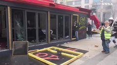 Gilet gialli, negozi saccheggiati sugli Champs-Elysees