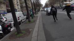 Gilet gialli, la polizia attaccata dai manifestanti