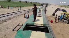 Pakistan, bomba su un treno uccide almeno 3 persone
