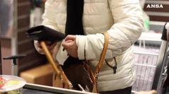 Commercio: famiglie spendono meno, -3% in dieci anni