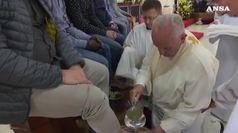 Papa: lavanda piedi in carcere, 'vescovo sia servitore'