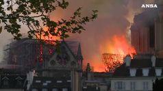 Incendio devasta Notre-Dame. Macron, la ricostruiremo