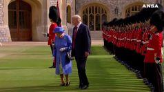 La regina formalizza l'invito a Trump