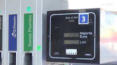 Feste col caro benzina, in autostrada 2 euro al litro