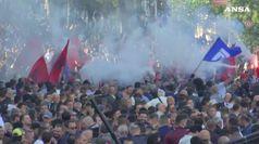 Albania, scontri davanti al Parlamento