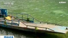 Si ribalta una barca in Cina, 10 morti