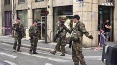 Caccia all'uomo a Lione dopo esplosione di un pacco bomba