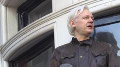 Pioggia d'accuse contro Assange, la stampa Usa trema