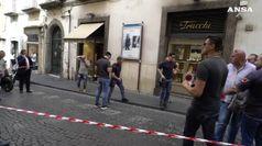 Altro colpo banda del buco, rapinata gioielleria a Napoli