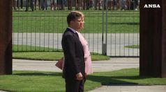 Merkel colta da tremore mentre accoglie Zelensky