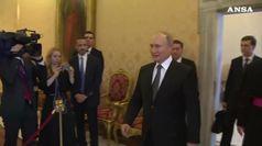 Putin dal Papa, stretta di mano con Francesco