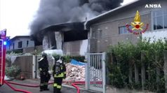 Incendio in azienda trattamento rifiuti nel Milanese