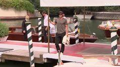 Look da star e sorrisi, a Venezia e' arrivato Brad Pitt