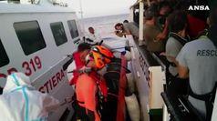 Open arms: sbarcate altre 4 persone per cure mediche