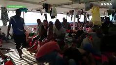 Migranti, Salvini cede a Conte