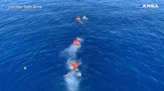 Open Arms: 5 migranti si gettano in mare, recuperati
