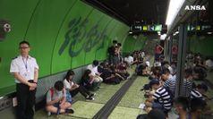 Sciopero generale a Hong Kong, treni fermi e 100 voli cancellati