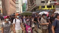 Hong Kong, la polizia usa i lacrimogeni e i cannoni d'acqua